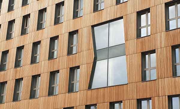 Außenansicht einer Holzfassade