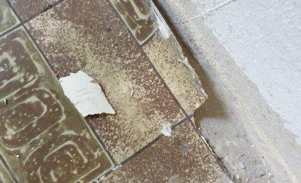 PVC-Boden mit Asbestrücken