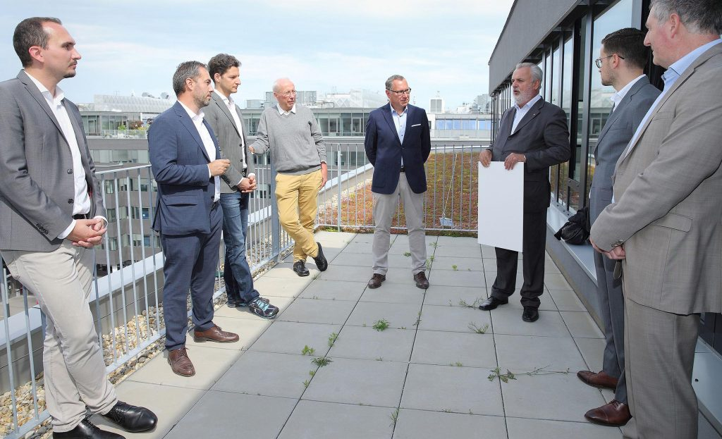 Foto: Karl-Heiz Daurer (GBI), Erol Milo (SRE), Lukas Clementschitsch und Thomas Belazzi (bauXund), Johannes Mayr (SRE), Peter Engerth (ÖGNI), Yevgeniy Tyshetskyy und Christian Kerth (SRE).