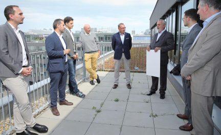 Am Foto (von links) Karl-Heiz Daurer (GBI), Erol Milo (SRE), Lukas Clementschitsch und Thomas Belazzi (bauXund), Johannes Mayr (SRE), Peter Engerth (ÖGNI), Yevgeniy Tyshetskyy und Christian Kerth (SRE).